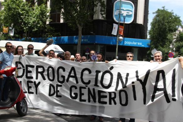 2011-06-17-concentracion-ante-el-partido-popular-15