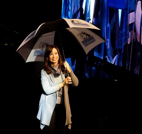 Buenos Aires, 25 de mayo de 2014, Cristina Kirchner participa en la fiesta  realizada en Plaza de Mayo con shows para chicos, recitales, espectáculos de danza, programas de la TV Pública en vivo, y un gran cierre musical a cargo de un seleccionado de artistas. Foto: Ministerio de Cultura de Argentina.