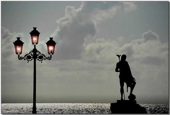 Leyendas de un viejo reinado  Una de las estatuas de los antiguos reyes menceyes que adornan la plaza de la Basílica de la Virgen de la Candelaria. Tenerife. Islas Canarias , Foto: Chema Concellón