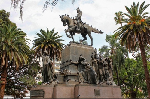 Plaza 9 de julio, Salta, Argentina. Foto: Sarmale / Olga