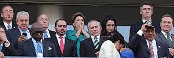 Está rodando la Copa Mundial de la FIFA y la libertad  de expresión está –de hecho– suspendida en Brasil