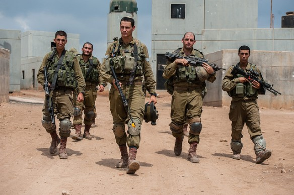 Brigada Kfir de soldados irraelíes en un Centro de preparación para la gerra urbana . Tomada el 1 de septiembre de 2014, por las Fuerzas de Defensa de Israel.