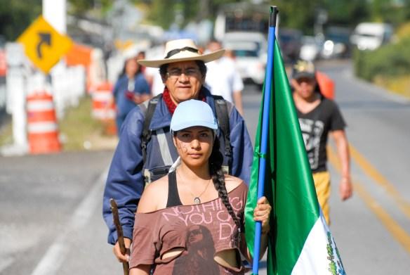 """Integrantes de la caravana """"#43x43. Ni un desaparecido más"""", esta mañana antes de salir de Amacuzac hacia Alpuyeca."""