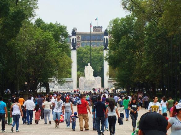 Parque Central de México, al fondo, Castillo de Chapultepec. Foto: Alán