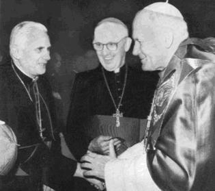 HISTORICA FOTO DE LOS 3 ULTIMOS PAPAS Benedicto XVI, Francisco y Juan Pablo II
