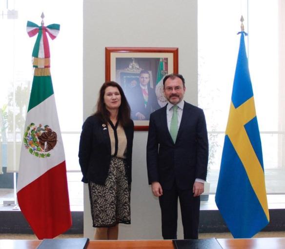 """FOTO 2 Firman el Canciller Videgaray y la ministra sueca Ann Linde """"Hoja de Ruta"""" para fortalecer la relación México-Suecia (1)"""